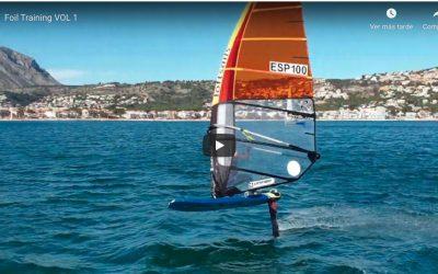 José Luis Boronat vuela con el foil en la bahía de Xàbia