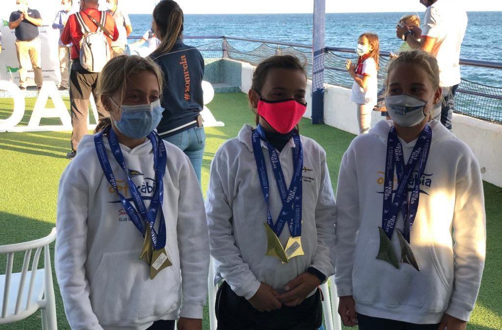 Elena y Begoña Pérez-Manglano, suben al podio en la primera prueba de la temporada en optimist B