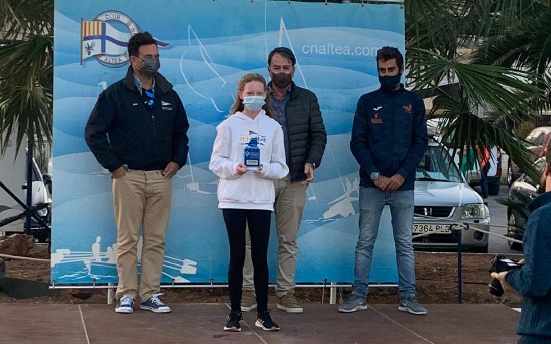 Lucy Crosbie la mejor del Club Náutico de Jávea en la Copa Optimist A de Altea